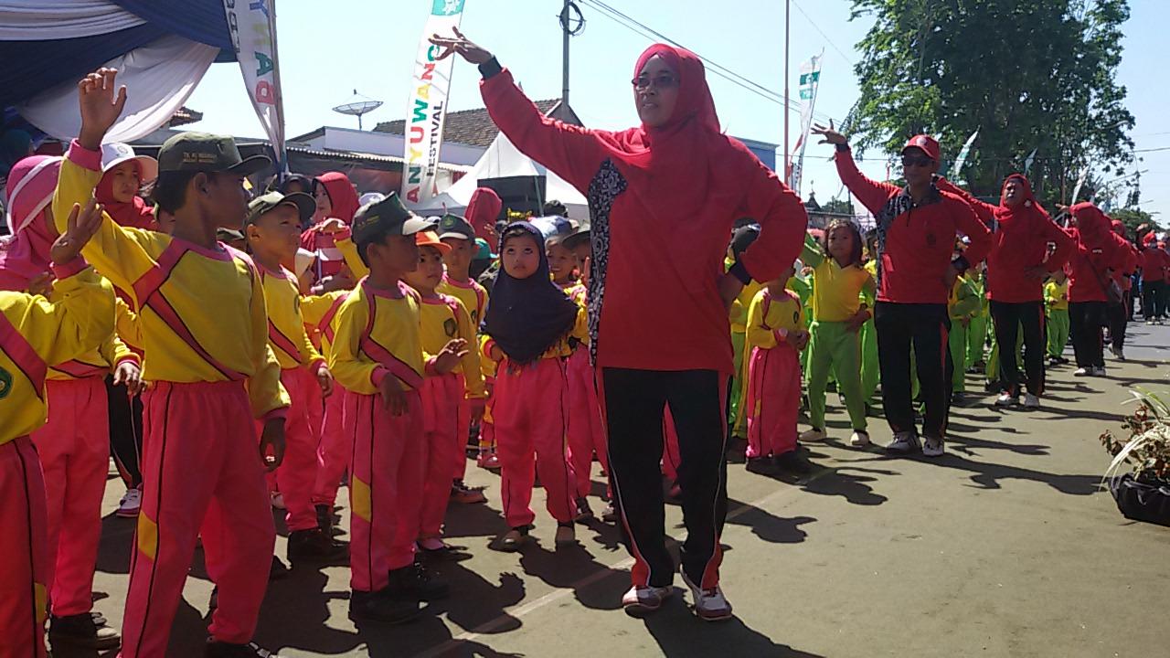 Tari Tradisional Membuka Etape 1 Tour de Banyuwangi-Ijen
