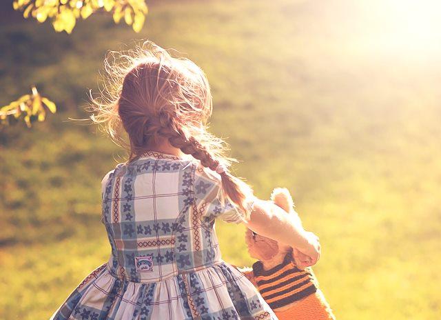 Tips Menidurkan Anak Sesuai Jadwal Saat Traveling