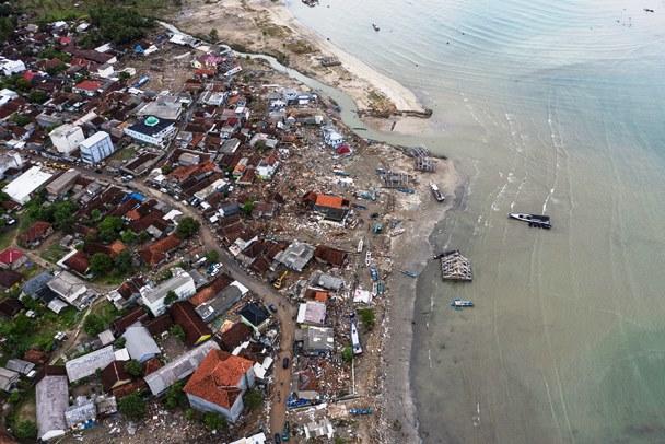 Tsunami yang Tak Lazim di Selat Sunda