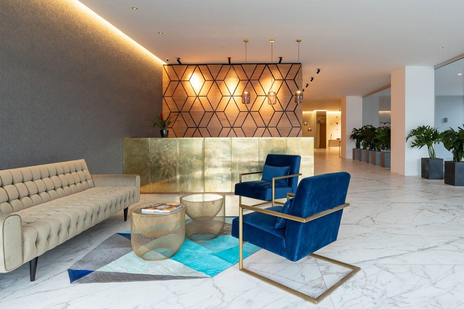 Unique, Apartemen Berlapis Kaca yang Megah