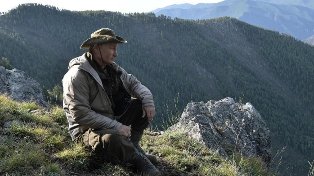 Gaya Putin saat Habiskan Liburan di Siberia