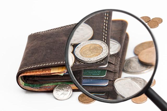 4 Cara Mengelola Keuangan dengan Pasangan yang Boros