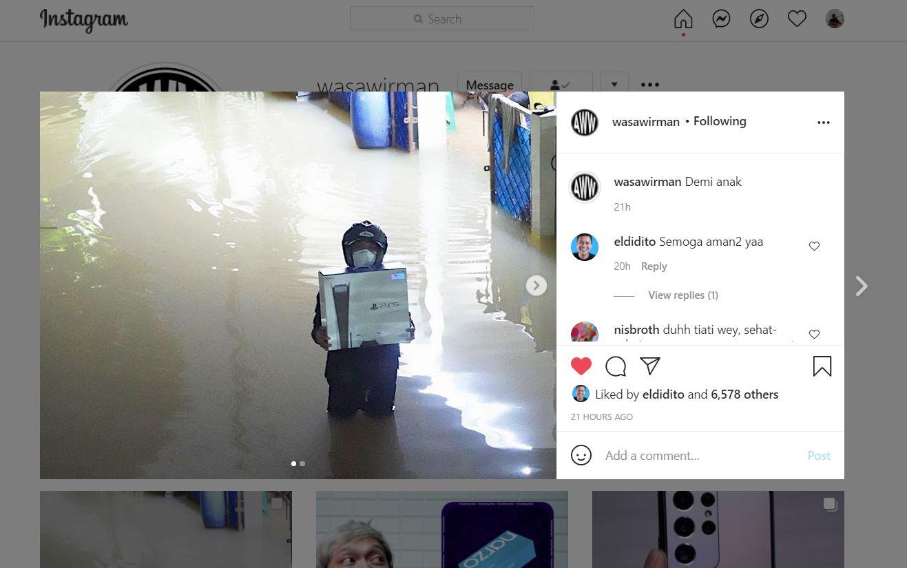 Cerita Seorang Pria Tembus Banjir Demi Jemput PS5