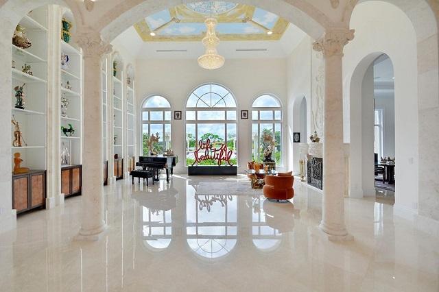 Fantastis! Rumah Ini Punya Waterpark di Halaman