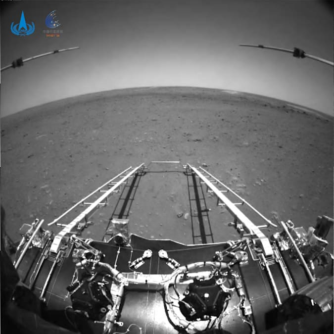 Robot Penjelajah Mars Tiongkok Kirim Foto, Siap Melaju
